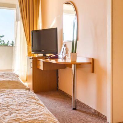 Povezana obiteljska soba s balkonom okrenutim prema moru