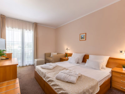 Double standard and comfort room with balcony of Hotel Malin