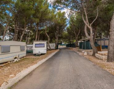 Parcele u kampu Tiha Šilo na otoku Krku