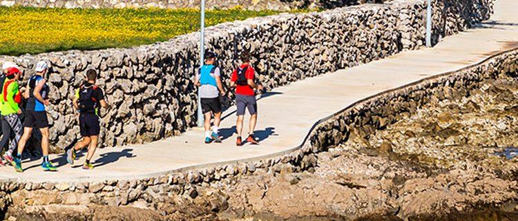 Corri lungo le coste dell'isola di Krk